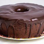Bolo Low Carb de Chocolate com calda de Chocolate